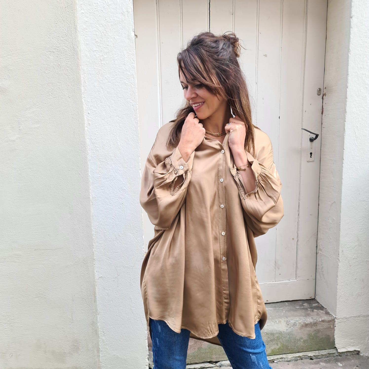 Shiny Satin Oversize Bluse